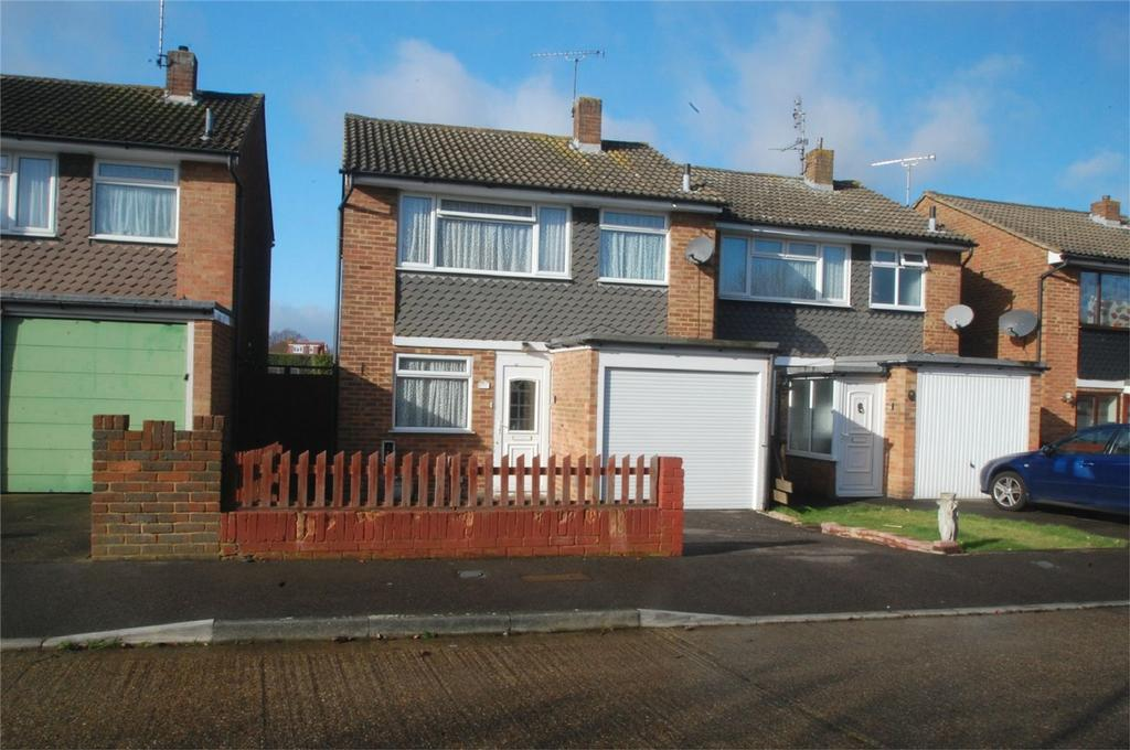 3 Bedrooms Semi Detached House for sale in Greenvale Gardens, Twydall, Gillingham, Kent