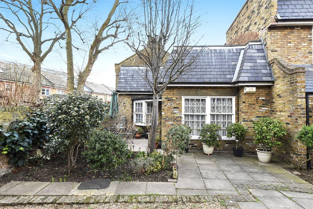 2 Bedrooms House for sale in Roland Mews, Stepney Green, London, E1