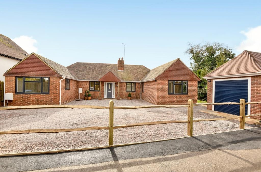 4 Bedrooms Detached Bungalow for sale in North Heath Close, Horsham, RH12
