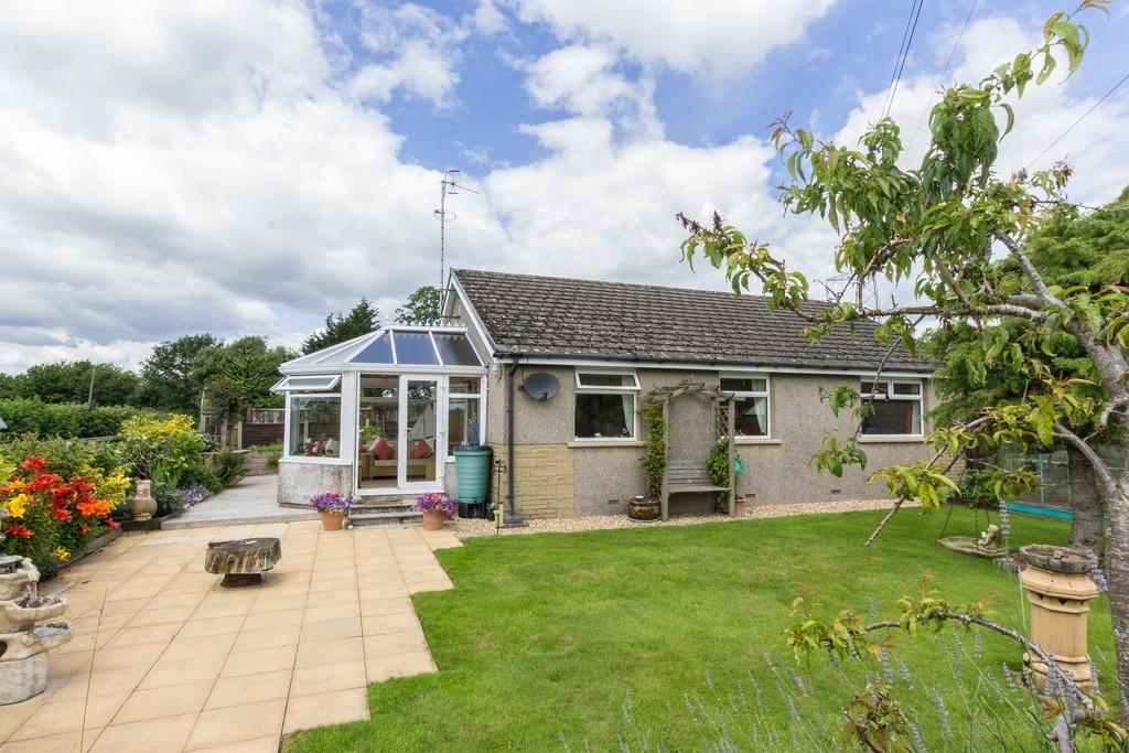 3 Bedrooms Detached Bungalow for sale in Grange, Milnthorpe Road, Holme, Cumbria