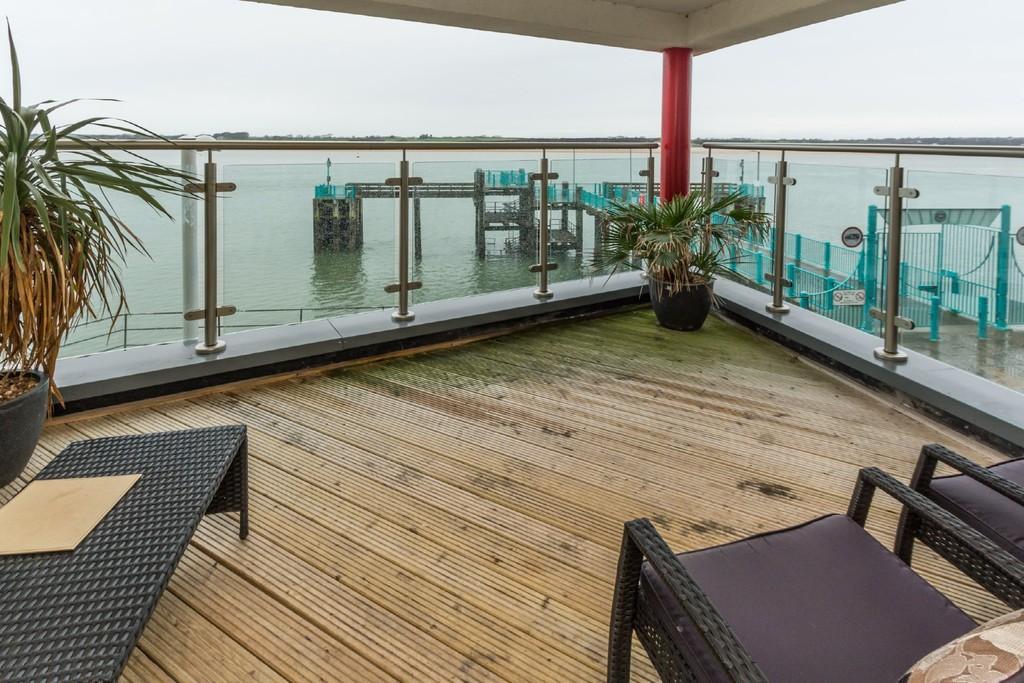3 Bedrooms Apartment Flat for sale in Caernarfon, Gwynedd, North Wales