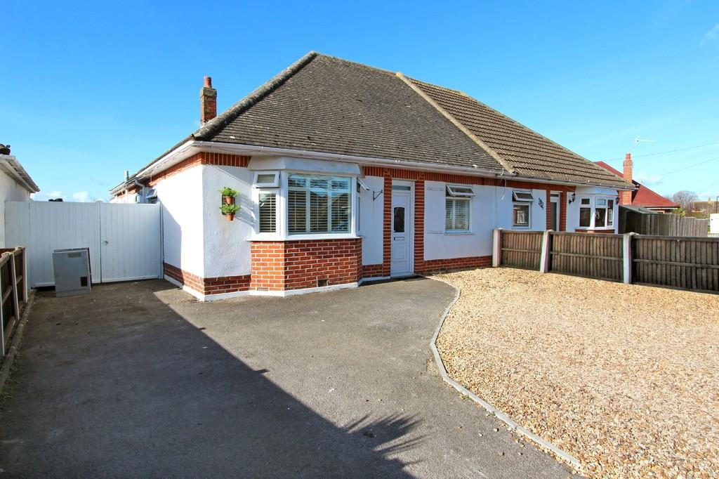 3 Bedrooms Semi Detached Bungalow for sale in MUDEFORD