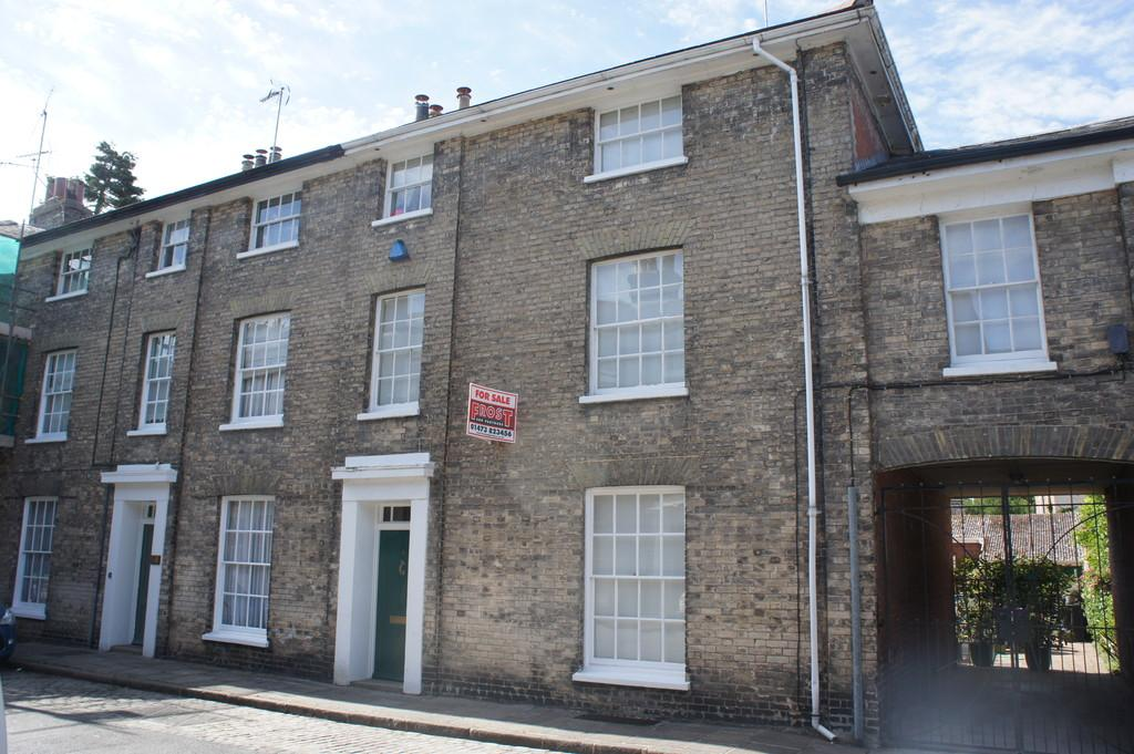 4 Bedrooms Town House for sale in 4 Queen Street, Hadleigh, Ipswich, Suffolk, IP7 5DZ