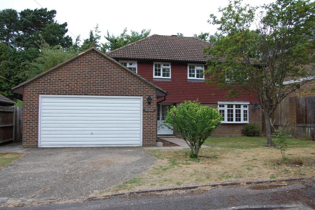 4 Bedrooms Detached House for sale in Steels Lane, Oxshott, Surrey, KT22