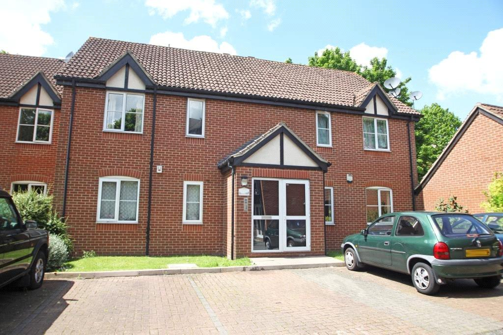 2 Bedrooms Flat for sale in Admirals Court, Rose Kiln Lane, Reading, Berkshire, RG1