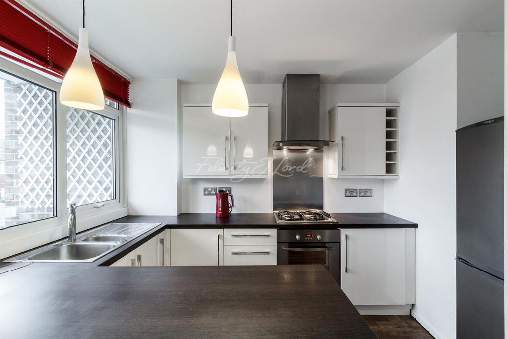 1 Bedroom Flat for sale in St James Court, Blackheath SE3