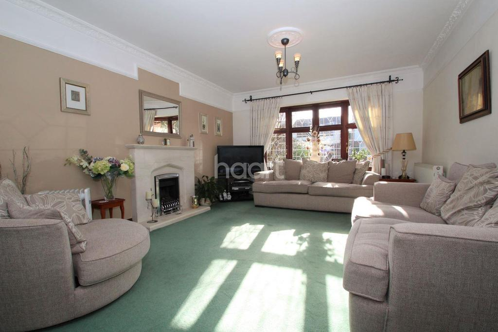 4 Bedrooms Detached House for sale in Heathleigh Drive, Basildon