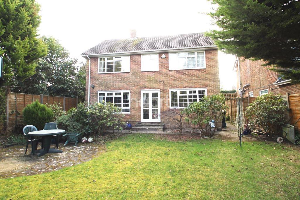 4 Bedrooms Detached House for sale in Grove Road, Beacon Hill,