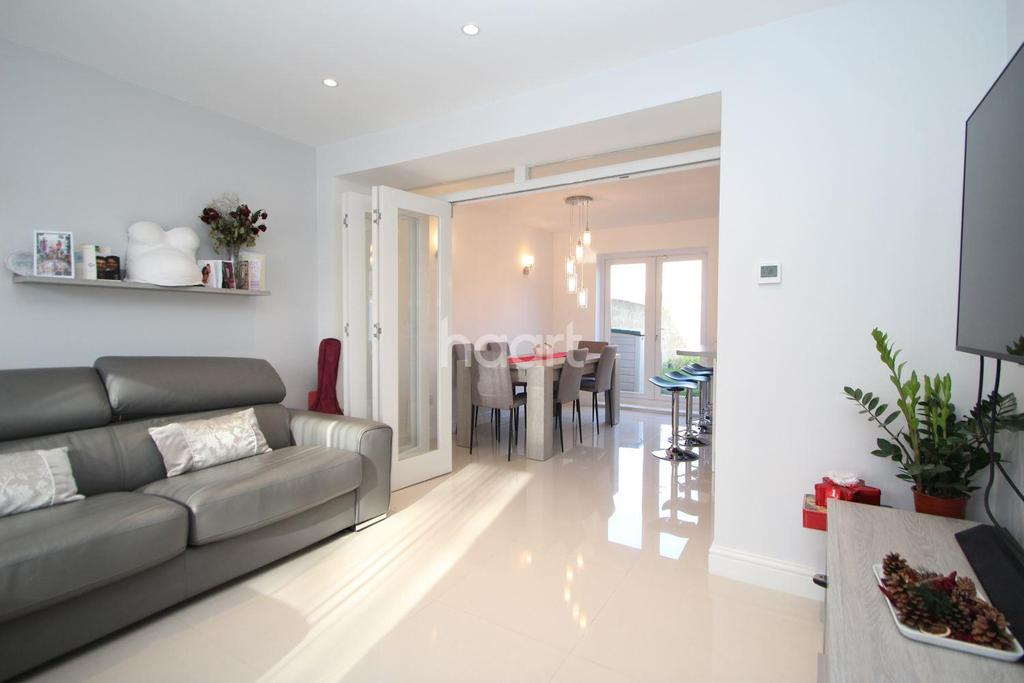 3 Bedrooms Terraced House for sale in Sandal Street, London, E15
