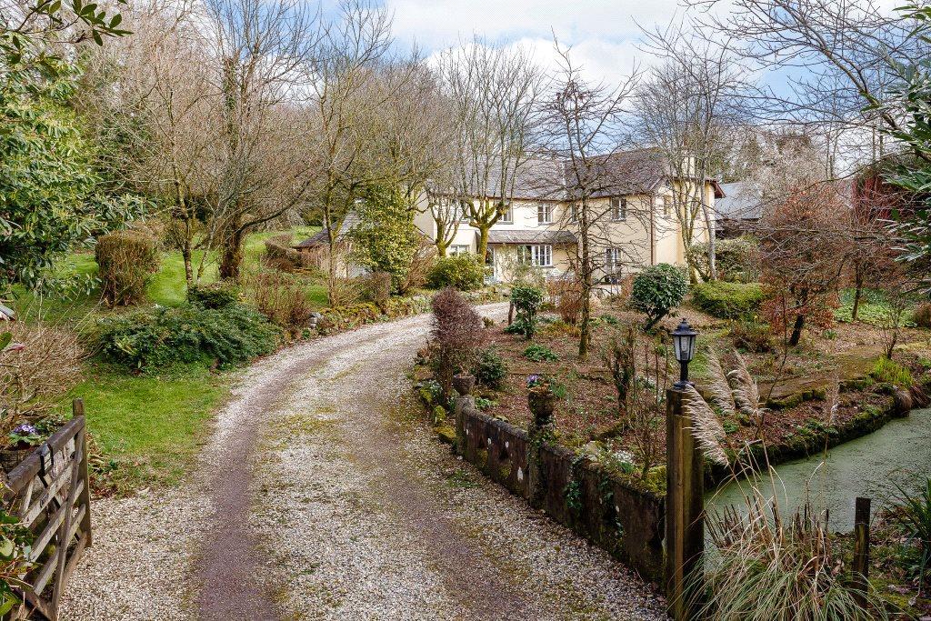 4 Bedrooms Detached House for sale in Ugborough, Ivybridge, PL21
