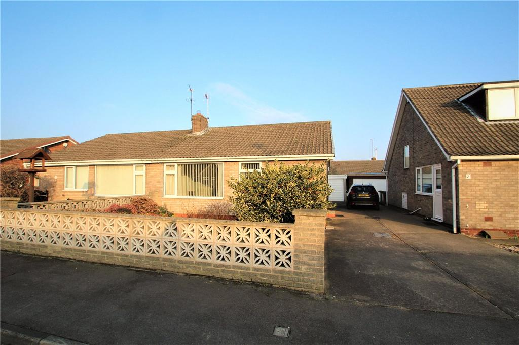2 Bedrooms Semi Detached Bungalow for sale in Holderness Road, Knottingley, West Yorkshire, WF11
