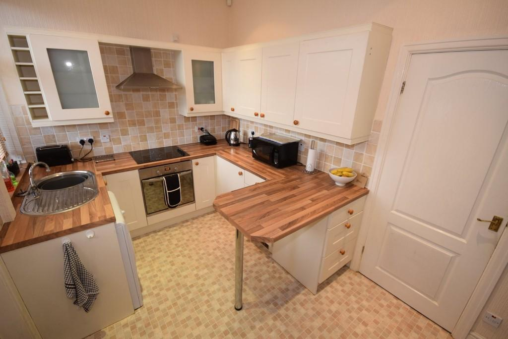 2 Bedrooms Terraced House for sale in Whitworth Road, Healey
