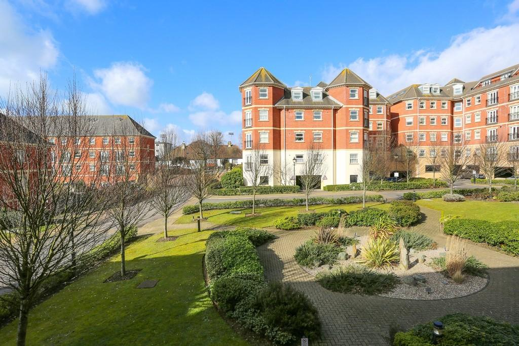 2 Bedrooms Apartment Flat for sale in Chatsworth Square, Hove