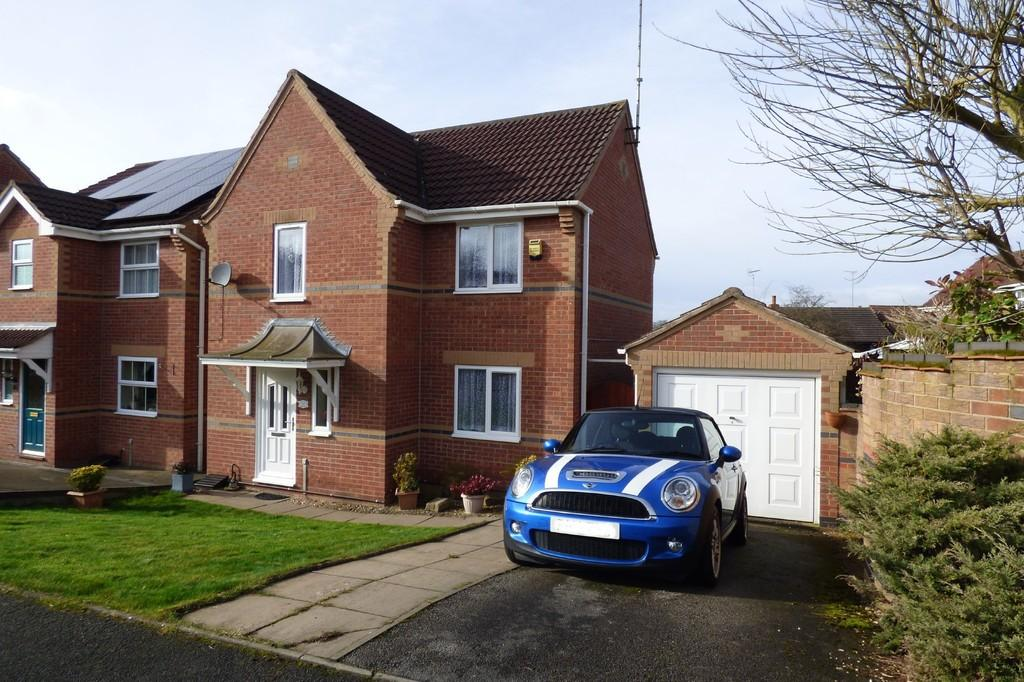 3 Bedrooms Detached House for sale in Robin Close, Uttoxeter, Staffordshire, Staffordshire, ST14 8TP