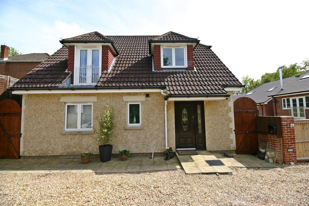 4 Bedrooms House for sale in Gas House Hill, Netley Abbey, Southampton, SO31 5AP