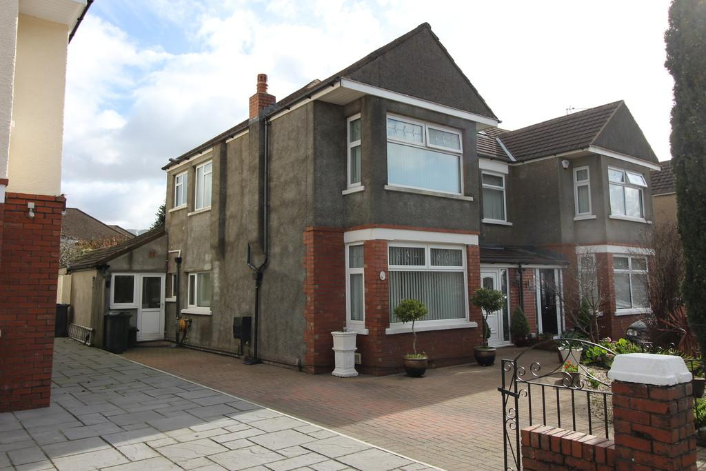 4 Bedrooms Semi Detached House for sale in St Agatha Rd, Heath