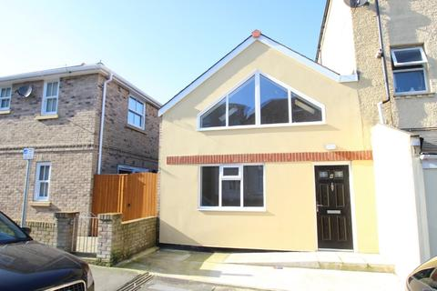 2 bedroom semi-detached house to rent - Palmerston Road, Shanklin
