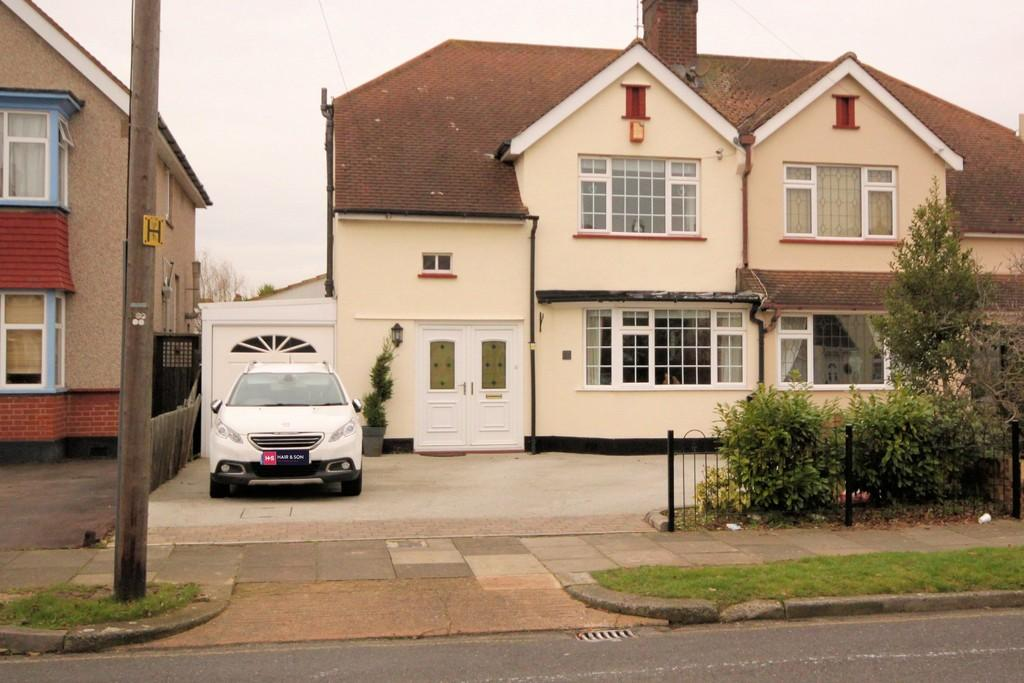 3 Bedrooms Semi Detached House for sale in Marcus Avenue, Thorpe Bay