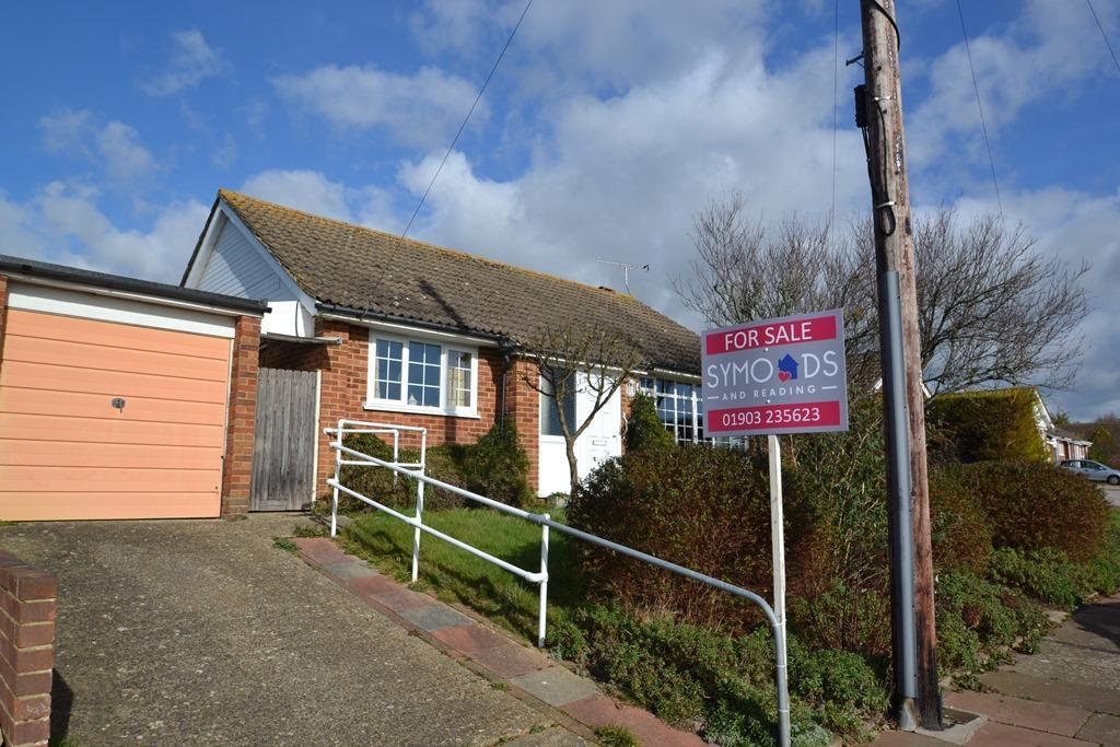 2 Bedrooms Detached Bungalow for sale in Clyde Road, Durrington, West Sussex, BN13 3LG