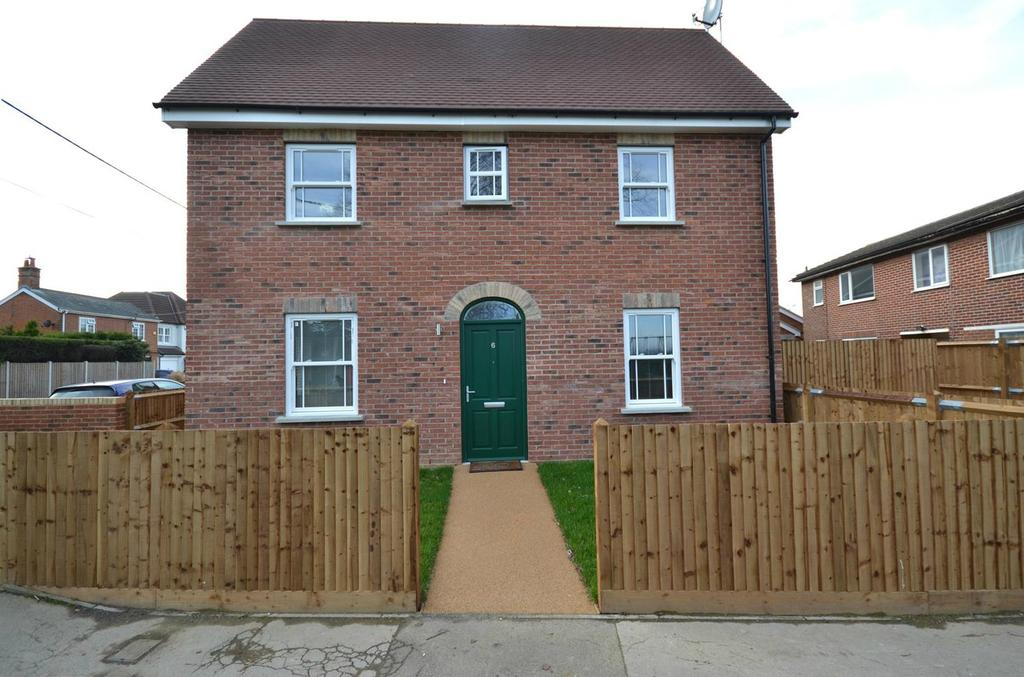 1 Bedroom Ground Flat for sale in Oxney Place, Ongar Road, Writtle, Chelmsford, Essex, CM1