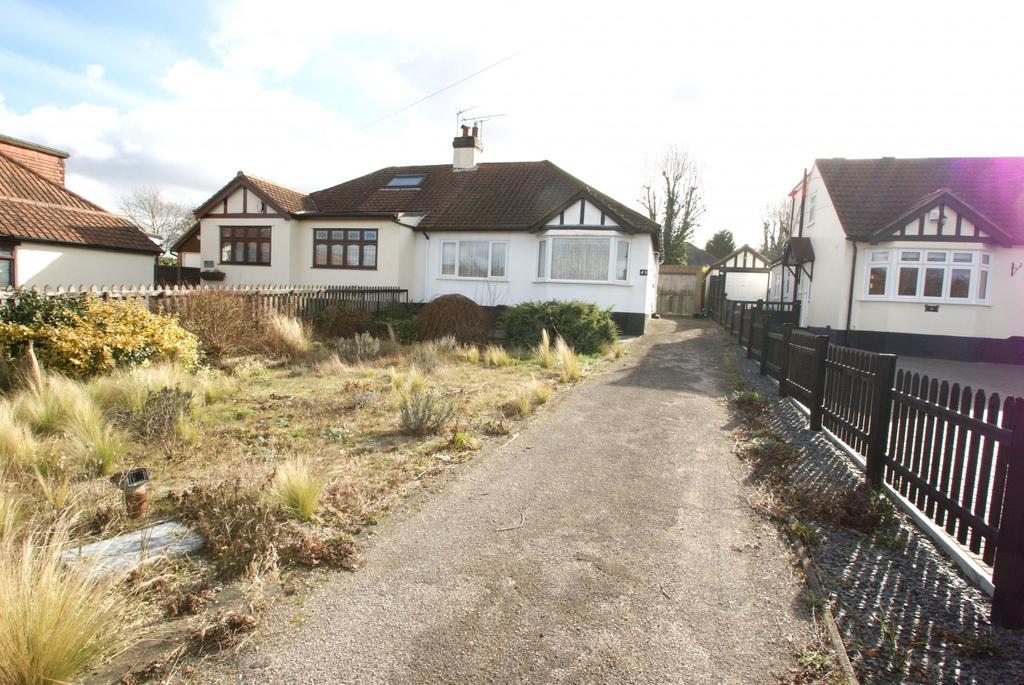 2 Bedrooms Semi Detached Bungalow for sale in Roman Road, Ingatestone, Essex, CM4