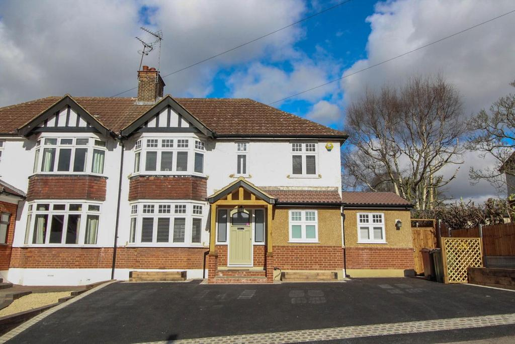 4 Bedrooms Semi Detached House for sale in Headley Chase, Warley, Brentwood, Essex, CM14