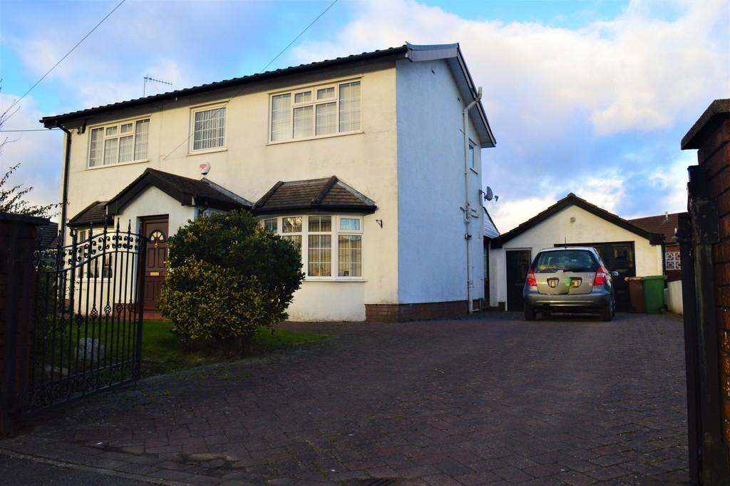 4 Bedrooms Detached House for sale in Hengoed Road, Penpedairheol