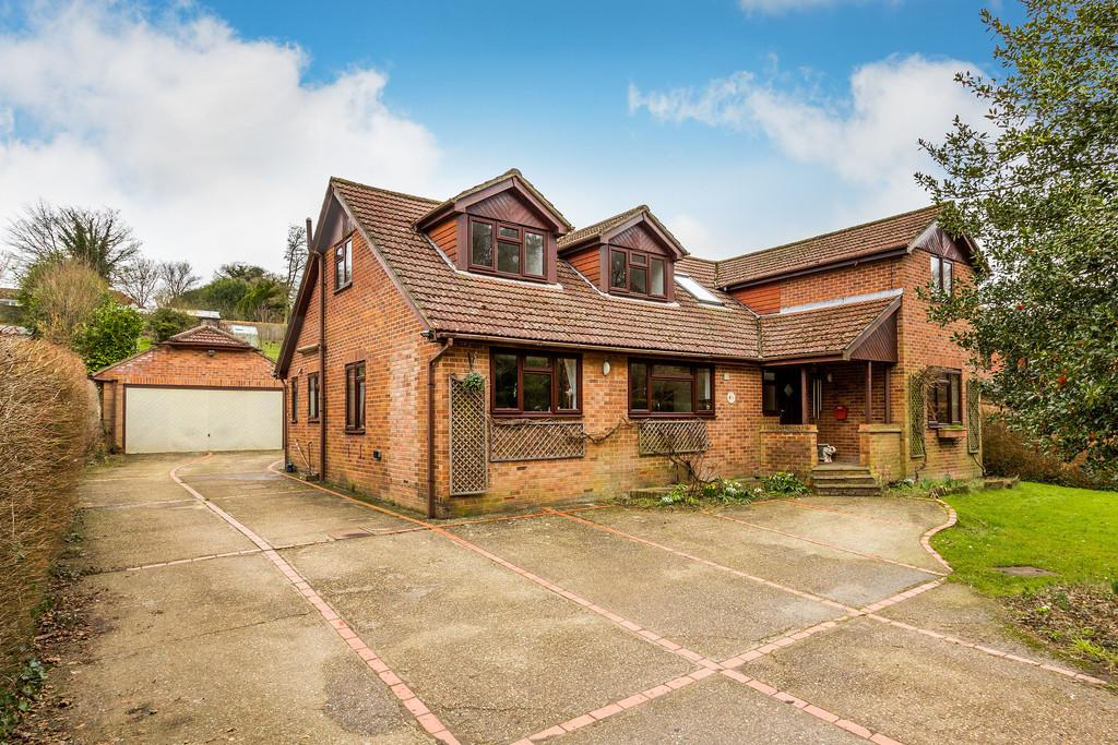 4 Bedrooms Detached House for sale in Kings Hill, BEECH, Hampshire