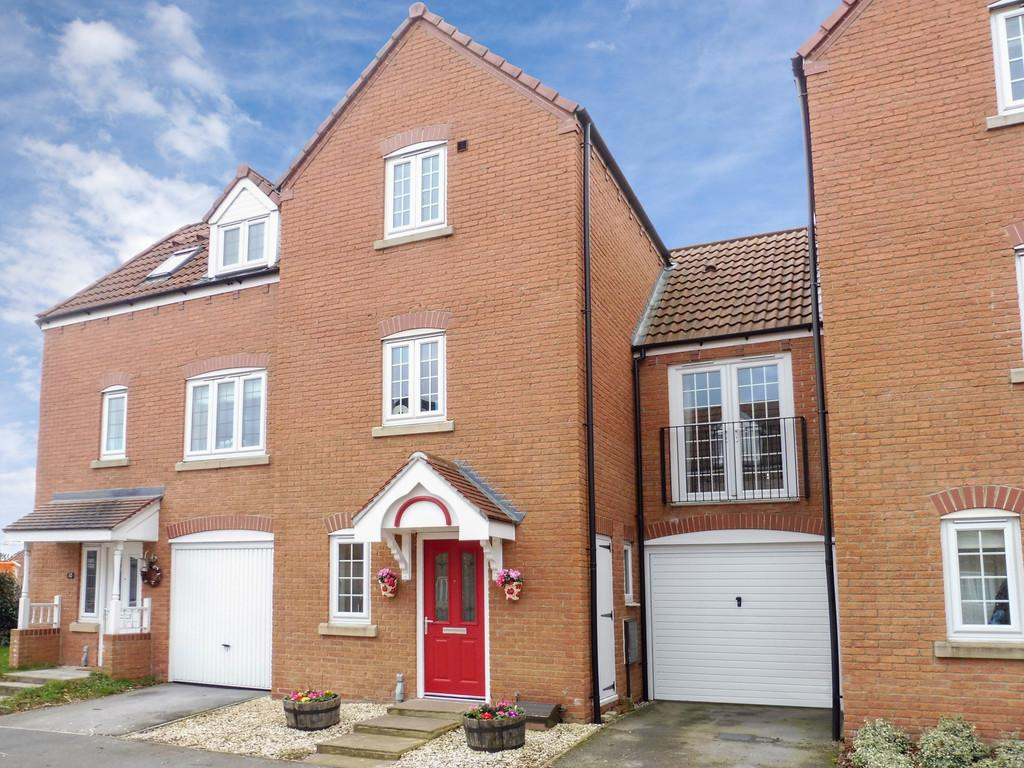 3 Bedrooms Town House for sale in Scholars Gate, Garforth, LS25 1BF