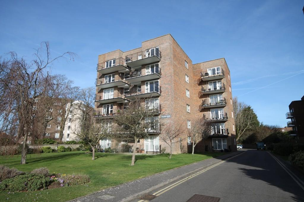 2 Bedrooms Flat for sale in Cardinal Court, Pevensey Road Worthing