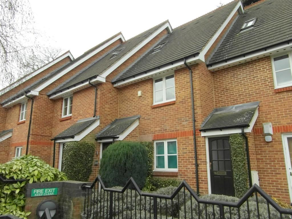 2 Bedrooms Maisonette Flat for sale in Kings Street, Watford