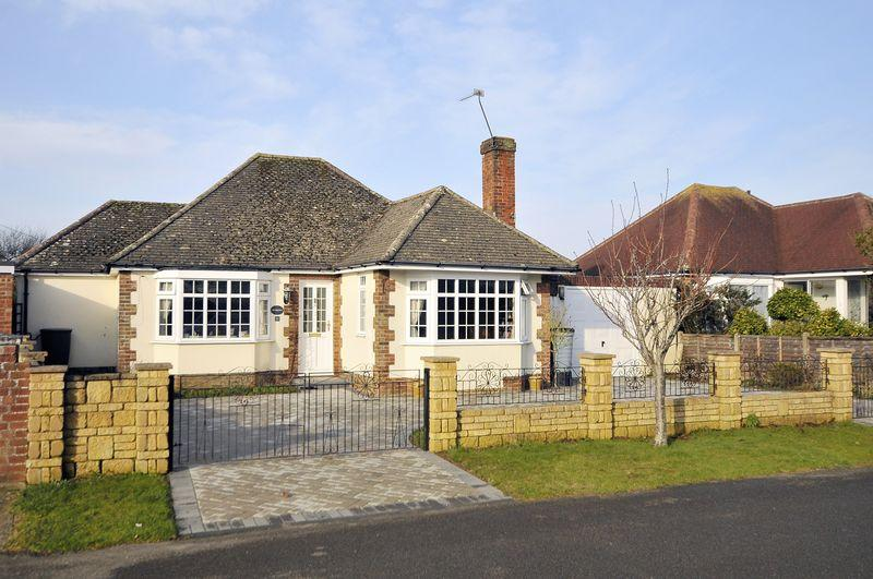 3 Bedrooms Bungalow for sale in Foamcourt Waye, Ferring
