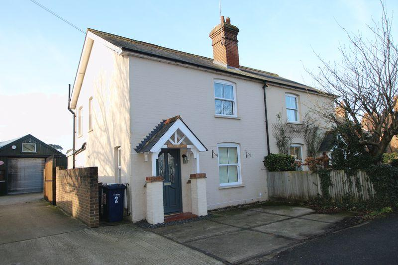 3 Bedrooms Semi Detached House for sale in Horsham Road, Cranleigh