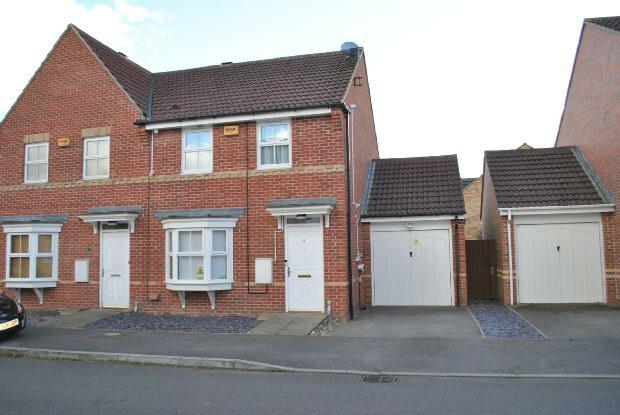 2 Bedrooms Semi Detached House for sale in Scobell Close, Shinfield, Reading