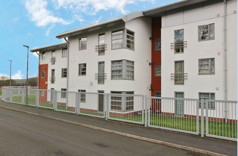 2 Bedrooms Apartment Flat for sale in The Courtyard, West Bromwich