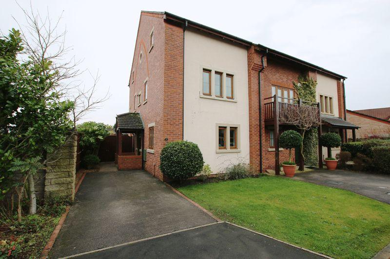 4 Bedrooms Semi Detached House for sale in Pendlebury Close, Longton, Preston