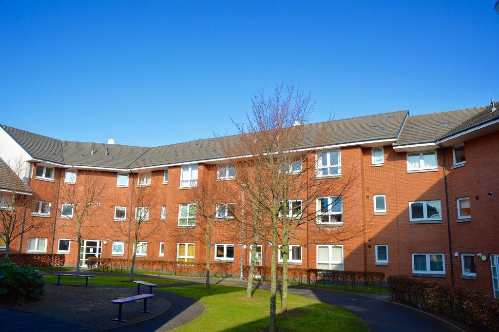 2 Bedrooms Flat for sale in Holmston Gardens, Ayr, Ayrshire, KA7 3AS