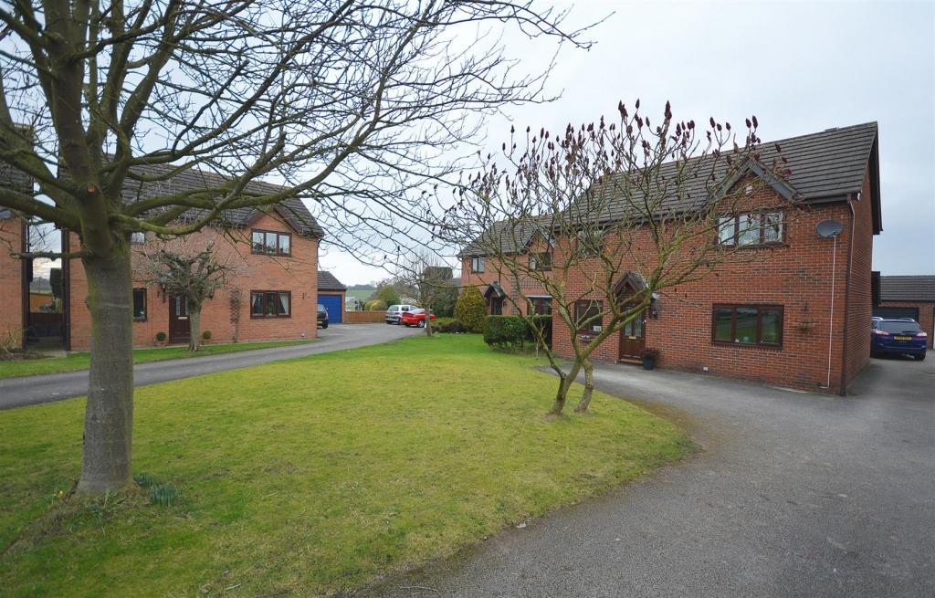 4 Bedrooms Detached House for sale in Boulton Close, Malkins Bank, Sandbach