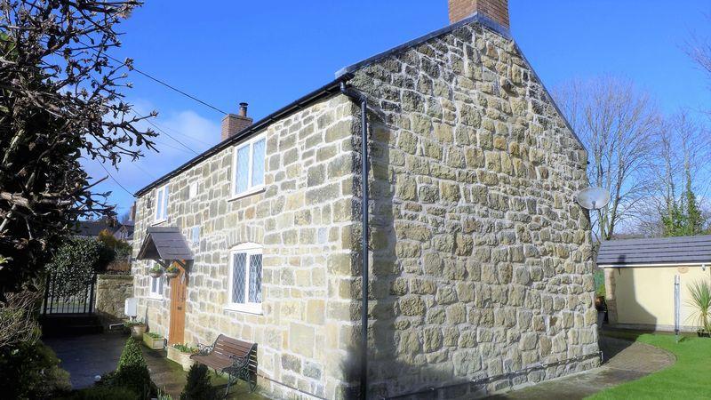 3 Bedrooms Cottage House for sale in Bridge Street, Wrexham