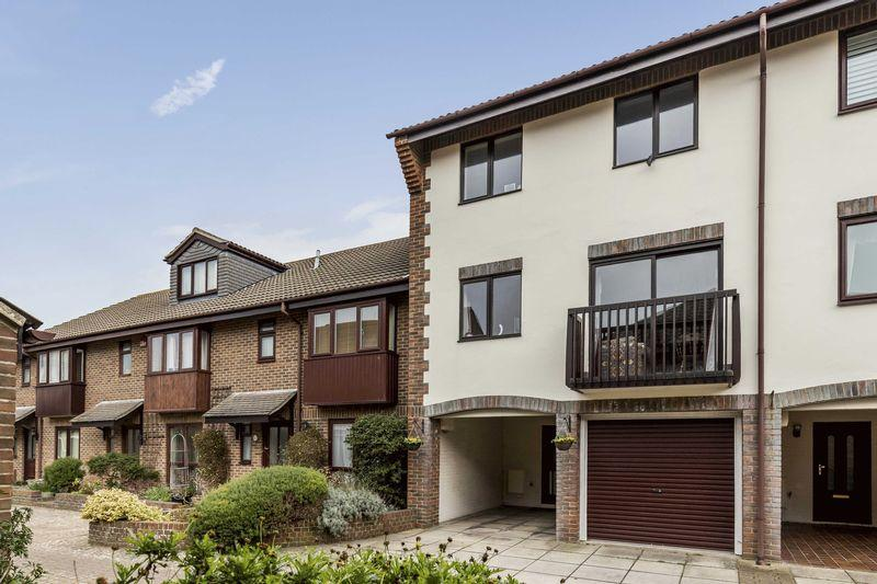 4 Bedrooms Town House for sale in Wyndham Mews, Old Portsmouth