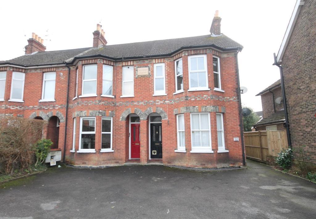 2 Bedrooms Maisonette Flat for sale in Station Road, Horsham