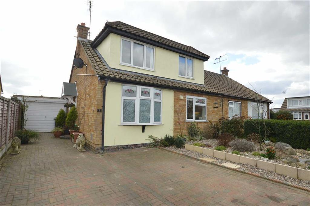 4 Bedrooms Chalet House for sale in Wheatley Close, Rochford, Essex