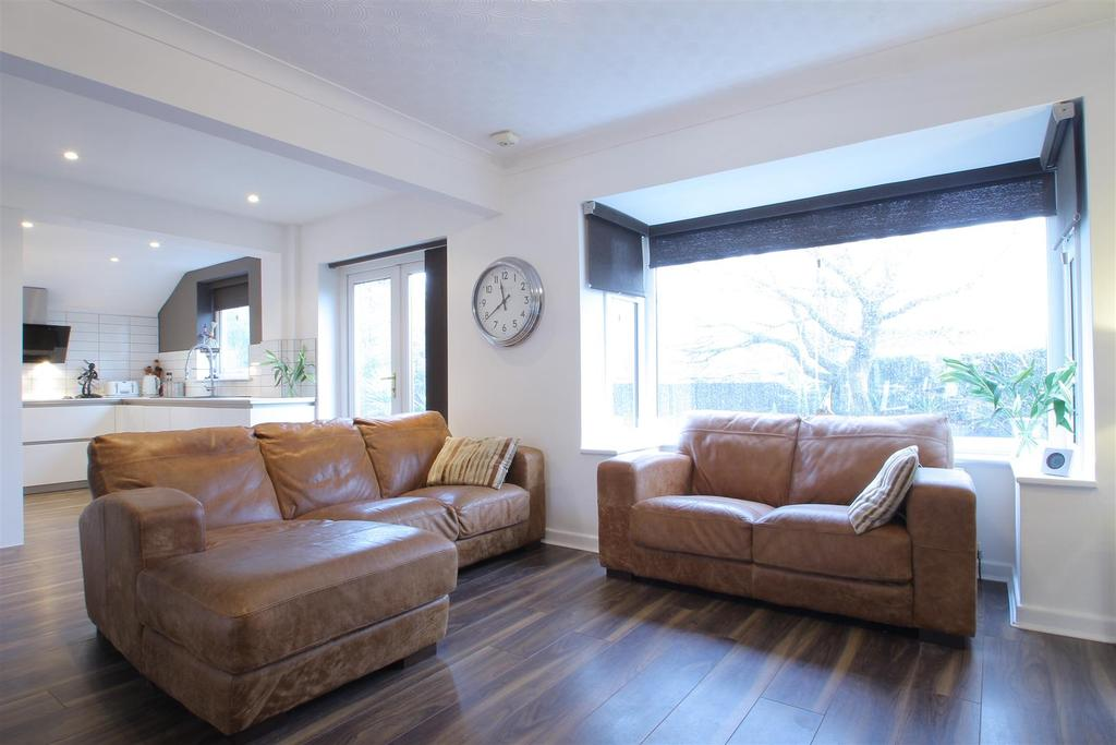 4 Bedrooms Semi Detached House for sale in St Peter's Close, Clayton Le Dale