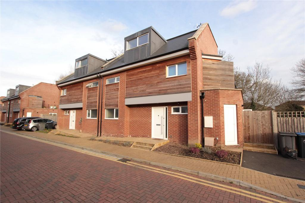 5 Bedrooms Semi Detached House for sale in Waterside Close, Wembley, HA9