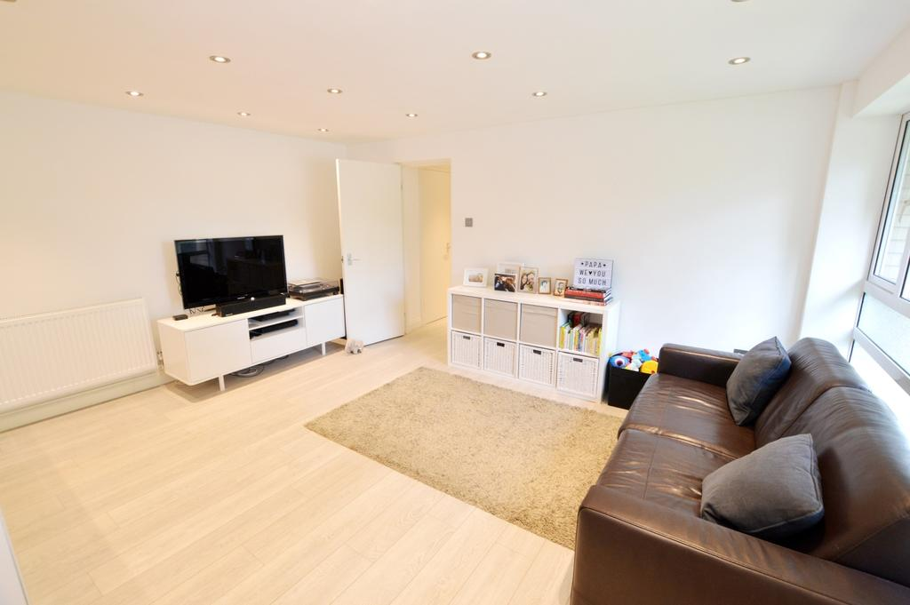 2 Bedrooms Flat for sale in Cypress Road London SE25