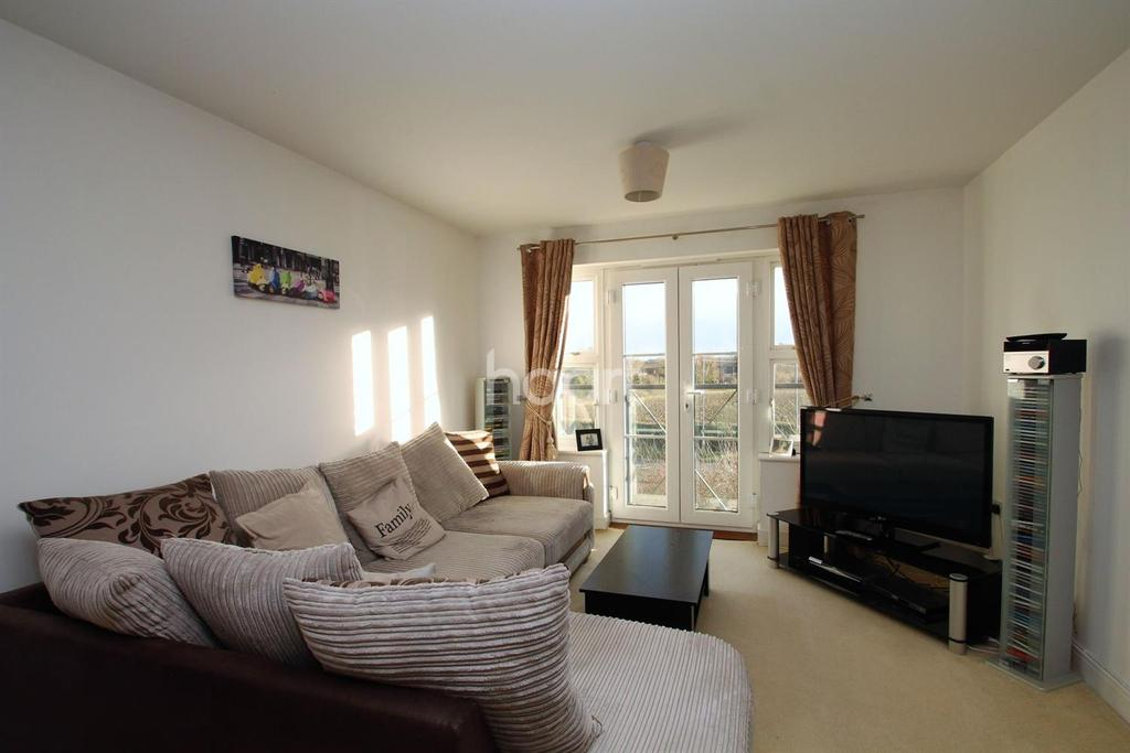 2 Bedrooms Flat for sale in Solus Estate
