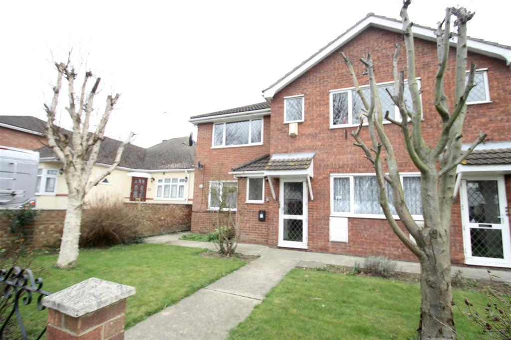 2 Bedrooms Flat for sale in Queen Annes Drive, Westcliff-On-Sea