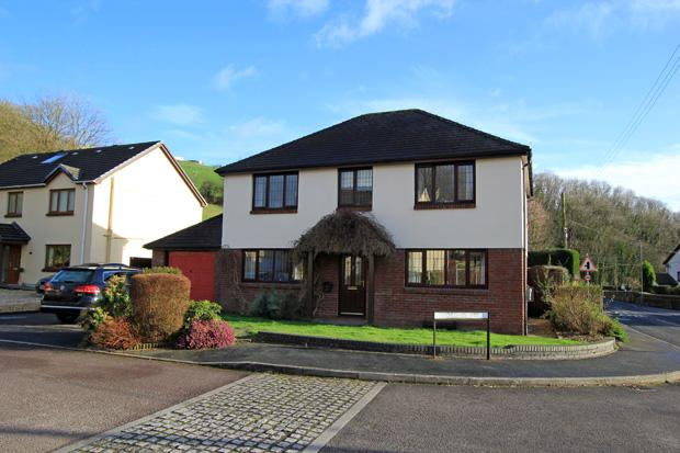 4 Bedrooms Detached House for sale in Troed Yr Ynys, Bronwydd, Carmarthen, Carmarthenshire