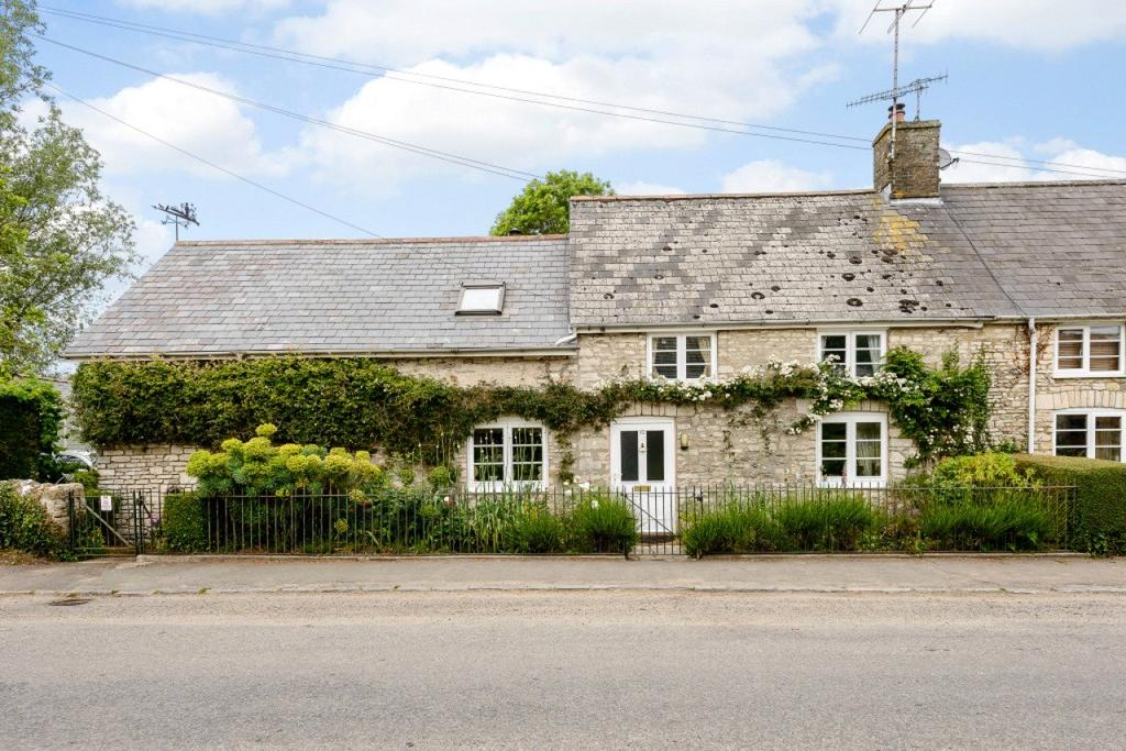 4 Bedrooms Semi Detached House for sale in Martinstown, Dorchester, Dorset