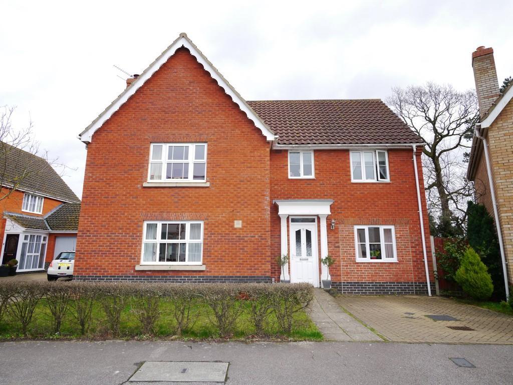4 Bedrooms Detached House for sale in Burlingham Drive, Carlton Colville, Lowestoft